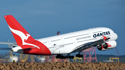 Qantas weighs in on 'impractical' aircraft social distancing