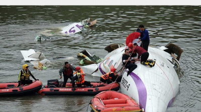 IN PHOTOS: TransAsia crash: Plane pulled from river