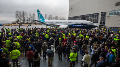 Boeing debuts 737 MAX 7