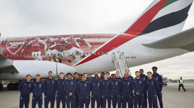 Arsenal FC players fly into Dubai on branded Emirates A380