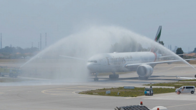 Video: Emirates flight greeted warmly in Porto