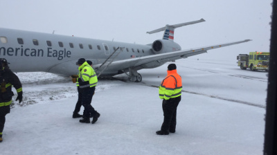 VIDEO: Plane skids off runway and chaos in US as Arctic blast grounds 1,000 flights