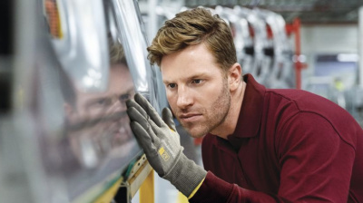 Honeywell introduces new protective glove suitable for aerospace technicians