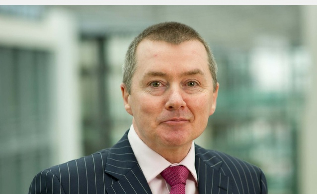 IAG chief Willie Walsh will step down from his role in March and retire in June.
