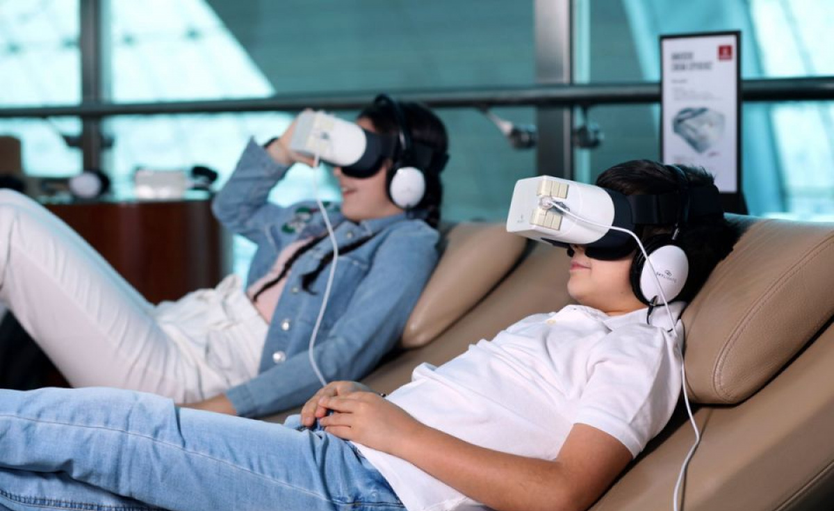 Offering a fixed-screen with a wide-angle field of view for 3D and 2D content, each Skylight theatre headset offers a Full HD viewing experience.