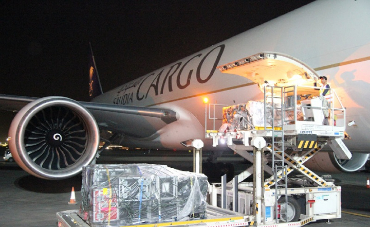 Boeing 747-8s & Boeing 777s carrying total tonnages of 175 tons delivered the cargoes in May